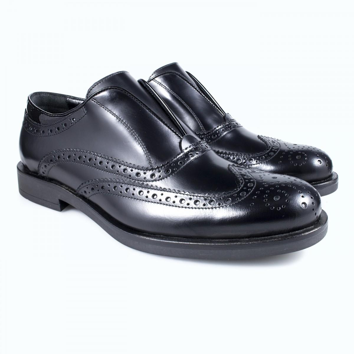 Scarpe artigianali classiche da uomo e donna. Scarpe fatte a mano, di eccellente qualità.